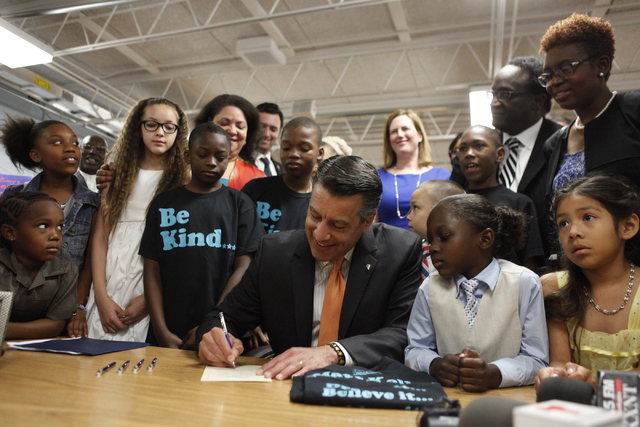 Gov. Brian Sandoval signs education bills at Las Vegas school. (Source: Las Vegas Review-Journal)