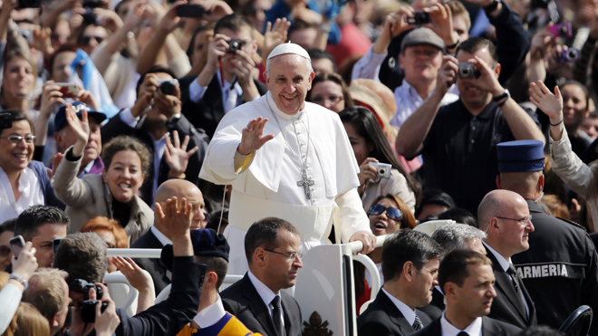 Pope Francis gives his endearing smile and approach during to the American people during his visit in America.