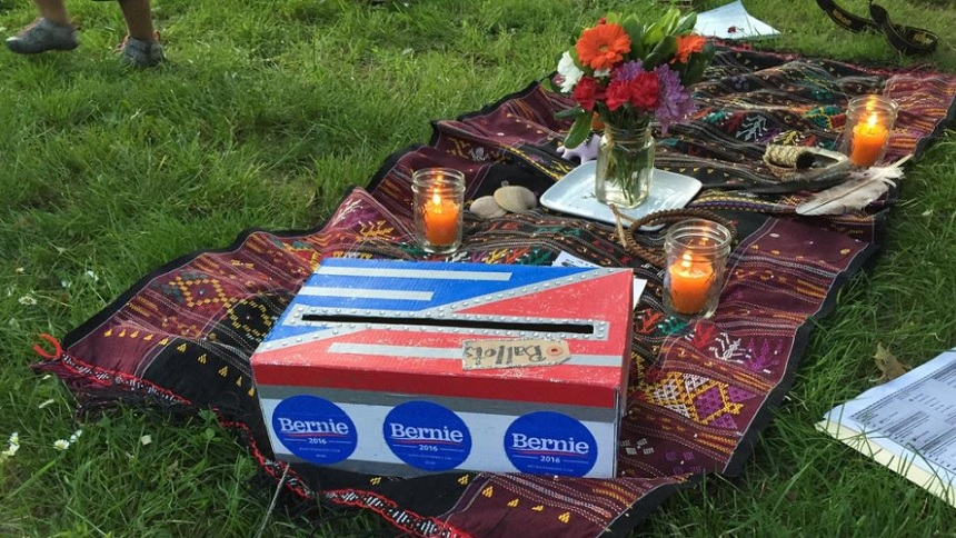 Wiccan Ritual is an election campaign introduced and led by Leigha Lafleur at Portland, Oregon to show her support to Sen. Bernie Sanders. (Courtesy: Los Angeles Times)