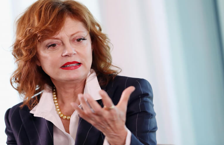 In her arduous support to Sen. Bernie Sanders, Susan Sarandon critisized Hillary Clinton to be more dangerous than Donald Trump. (Courtesy: USA News Home)